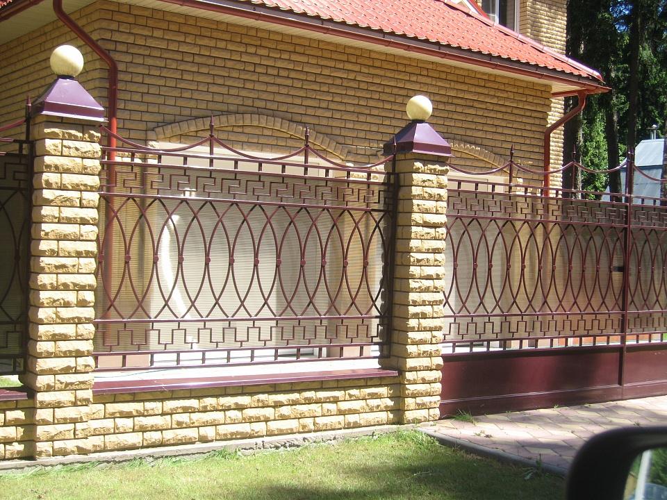 Забор сварной с коваными элементами