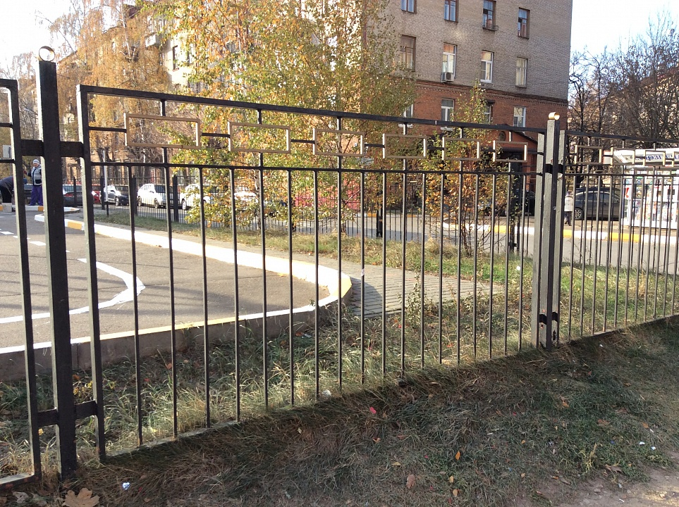 Забор сварной коваными элементами