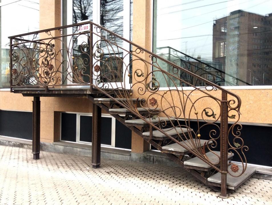 Маршевая лестница с коваными узорами - 6